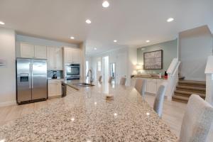 A kitchen or kitchenette at Encore Resort 2101 11 Bedroom Water Park
