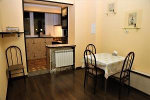 A kitchen or kitchenette at Апартаменты на Куйбышева 53