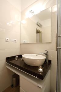 A bathroom at Maraschino Apartment Zadar