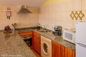 A kitchen or kitchenette at One Love Maktub