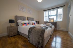 A bed or beds in a room at London Heathrow Serviced Apartments
