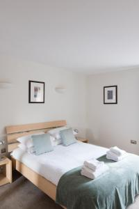 A bed or beds in a room at Your Space Apartments – Hamiltons