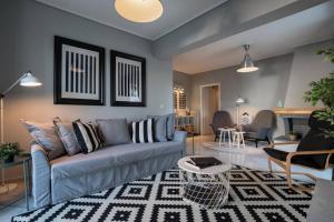 Ein Sitzbereich in der Unterkunft Penthouse with Acropolis view 11ppl, 140m²
