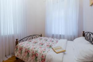Кровать или кровати в номере Welcome Home Apartments Nevsky 72