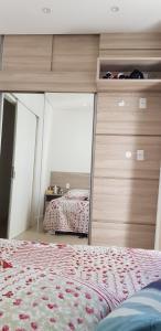 Cama o camas de una habitación en IDP204- APARTAMENTO DE 2 DORMITORIOS NO INGLESES