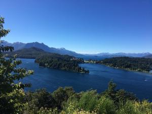 Un paisaje natural cerca del chalet de montaña