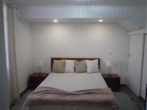 A bed or beds in a room at Casinha dos Avós