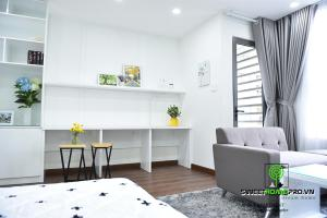 A seating area at Andy's studio near Tan Son Nhat airport, free gym and pool