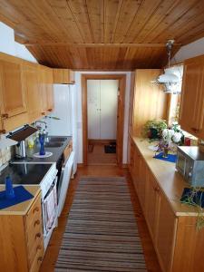 Ett kök eller pentry på Ferienhaus Styrsjöbo