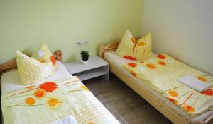 Ein Bett oder Betten in einem Zimmer der Unterkunft Ferienwohnung zum Unstruttal