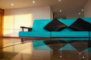 A seating area at Art Apartment with Amazing View