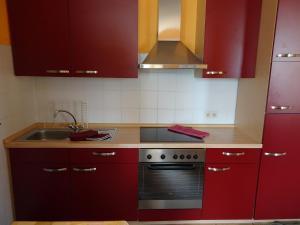 A kitchen or kitchenette at Familienwohnung mit Dachterrasse