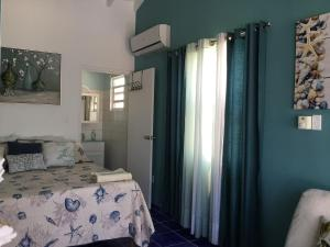 A bed or beds in a room at Oceanfront Townhome in Marazul Dive Resort