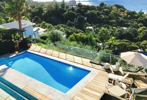 The swimming pool at or near Villa Blanc 2, Palm Beach