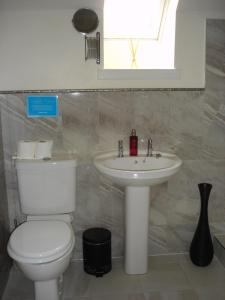 A bathroom at Kilchurn Suites