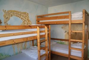Een stapelbed of stapelbedden in een kamer bij Clos Normand