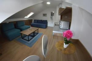 A seating area at Korzo Apartments