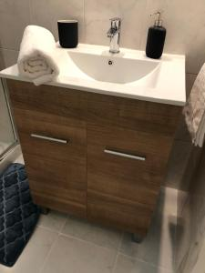A bathroom at Apartamento Santa Justa