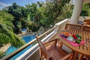 Un balcón o terraza de Riviera Maya Suites
