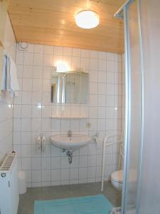 חדר רחצה ב-Gästehaus Linder Ferienwohnungen
