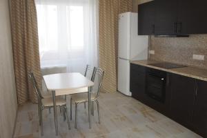 A kitchen or kitchenette at апартаменты в Домодедово