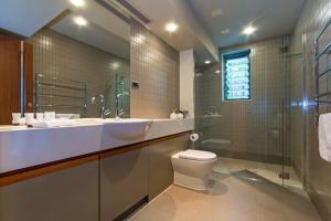 A bathroom at The Blue Marlin Yacht Club Villa 6 On Hamilton Island