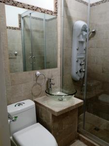 A bathroom at Guatemala Home Renting