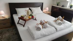 A bed or beds in a room at Balkan-inn Parlament apartment