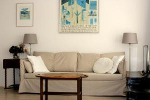 Ein Sitzbereich in der Unterkunft Hèt Strandappartement