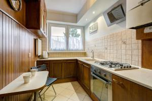 A kitchen or kitchenette at Dom & House - Apartment Monte Cassino Family