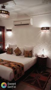 A bed or beds in a room at AppartHotel Khris Palace
