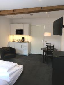 A kitchen or kitchenette at Appartementen Rijnhoeve