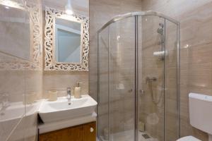 A bathroom at Budapest Holidays Harmony