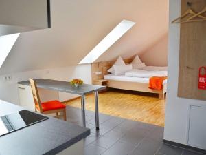 Ein Bett oder Betten in einem Zimmer der Unterkunft Apparthotel Ampertal
