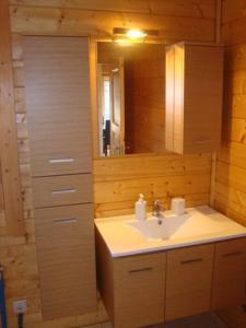 ห้องน้ำของ Zeus Village