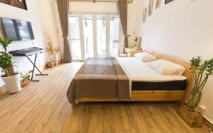 Giường trong phòng chung tại Kim Lien's Homestay