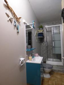 Salle de bains dans l'établissement Chez Odile