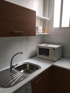 A kitchen or kitchenette at Apartamento Jardines De Murillo
