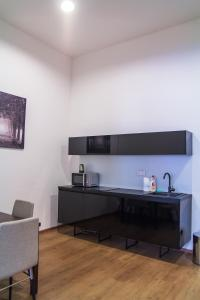 A kitchen or kitchenette at Old Town Apartment 2