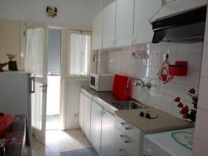 A kitchen or kitchenette at Apartamento Do Silva