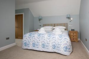 A bed or beds in a room at Blairmore Farm