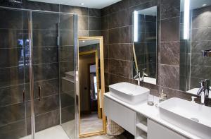Ett badrum på Luxury appart – Megève – АЕ202