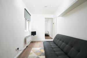 Ein Sitzbereich in der Unterkunft Charmstay Apartments