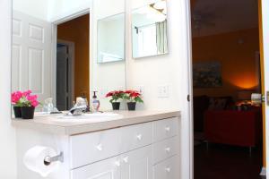 A bathroom at Green Condo at Windsor Palms Resort
