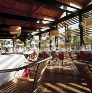 A restaurant or other place to eat at Apartamentos Hg Tenerife Sur