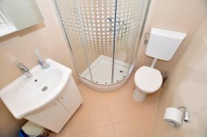 A bathroom at Apartments Valentino