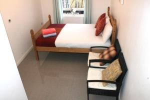 A bed or beds in a room at 3 bedroom ENTIRE flat, King's Cross