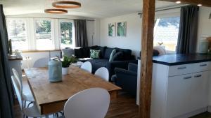 Ein Sitzbereich in der Unterkunft Chalet Gehlberg