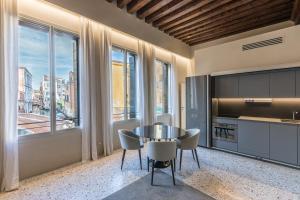 A kitchen or kitchenette at Palazzo Morosini Degli Spezieri