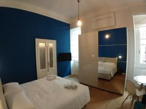 A bed or beds in a room at Blue design suite in Casa epoca Isola Garibaldi
